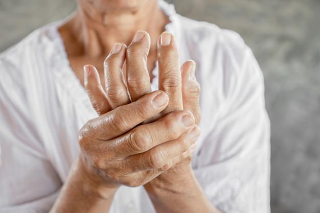 Differenza tra artrite e artrosi: sintomi e cure